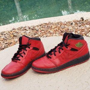 Jordan EUC sneakers high tops junior size 5 red
